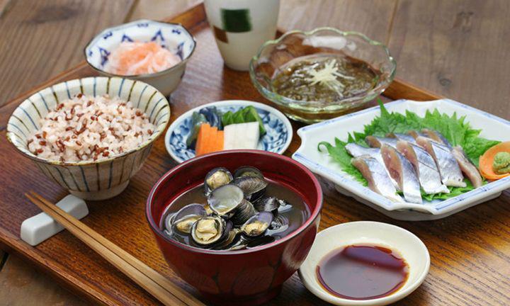 7 thói quen ăn uống đáng học hỏi của người Nhật, giúp họ có tuổi thọ cao nhất thế giới - Ảnh 4.