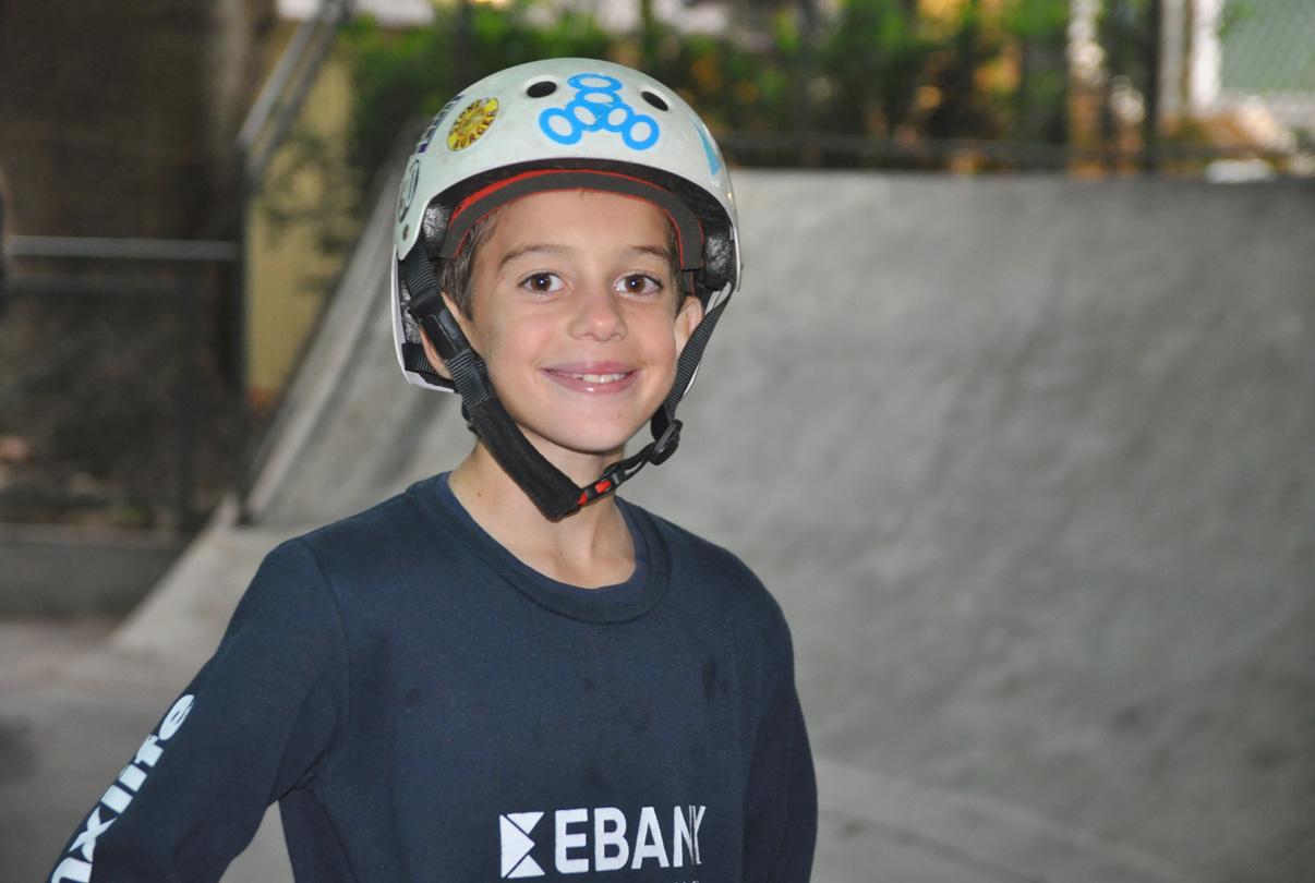 Cậu bé 11 tuổi gây choáng váng với màn trượt ván xoay 1080 độ, thành tích đến ngay cả những tay chơi chuyên nghiệp lão luyện nhất cũng chào thua - Ảnh 2.