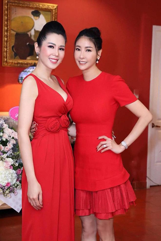 Á hậu Việt xinh đẹp từ bỏ showbiz, U50 vẫn theo đuổi nghề tiếp viên hàng không - Ảnh 2.