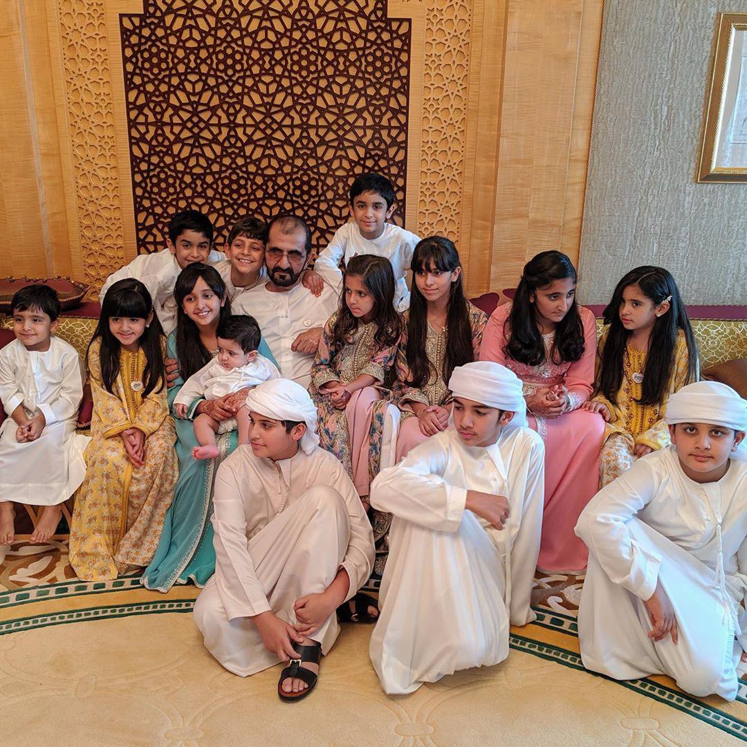 Thái tử đẹp nhất Dubai dính nghi án đã có con khi chia sẻ tấm hình bế một bé trai kháu khỉnh gây sốt cộng đồng mạng - Ảnh 4.