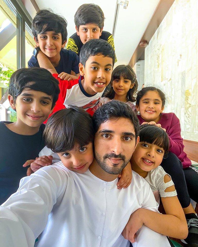 Thái tử đẹp nhất Dubai dính nghi án đã có con khi chia sẻ tấm hình bế một bé trai kháu khỉnh gây sốt cộng đồng mạng - Ảnh 3.