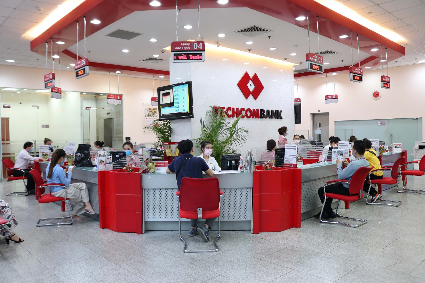 """Techcombank - """"Ngân hàng cung cấp giải pháp tốt nhất cho Khách hàng Doanh nghiệp vừa và nhỏ"""" - Ảnh 1."""