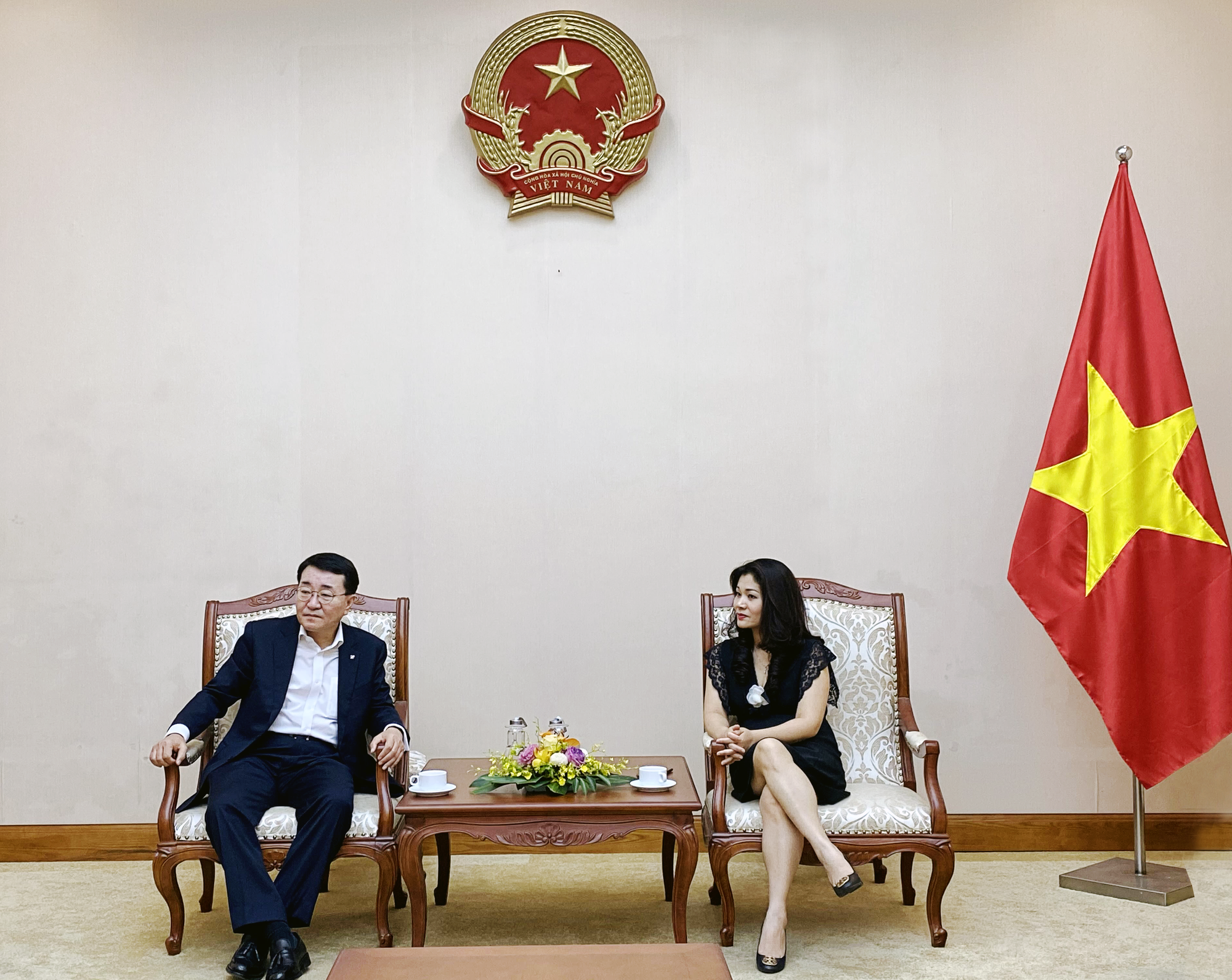 Cục trưởng Cục Hợp tác quốc tế Nguyễn Phương Hòa tiếp ông Chang Bok Sang, Chủ tịch Tập đoàn CJ Việt Nam - Ảnh 1.
