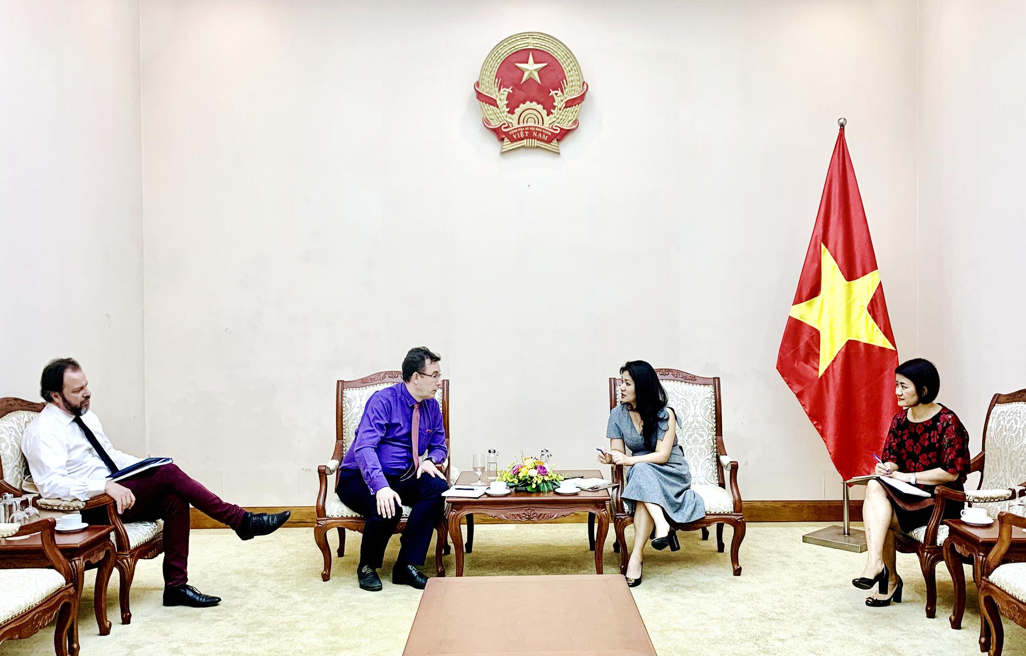 Cục trưởng Cục Hợp tác quốc tế tiếp Ông Etienne Rolland-Piegue, Tham tán Văn hóa và hợp tác, Đại sứ quán Pháp tại Việt Nam - Ảnh 1.