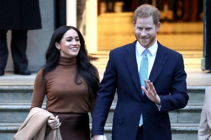 """Vợ chồng Meghan Markle sẽ không quay lại hoàng gia Anh sau 1 năm """"thử nghiệm"""" cuộc sống mới - Ảnh 1."""