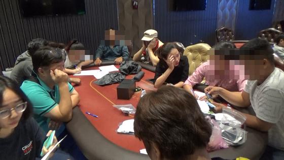 Triệt phá sòng bạc Poker khủng do người đàn ông Hàn Quốc điều hành trong căn biệt thự tại Sài Gòn - Ảnh 1.