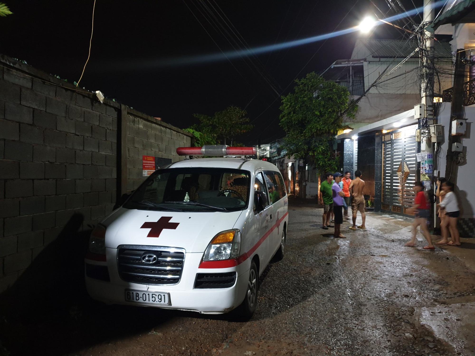 Trắng đêm tìm kiếm nhưng bé trai 4 tuổi bị nước dưới mương cuốn đi giữa trời mưa lớn vẫn biệt tăm - Ảnh 4.