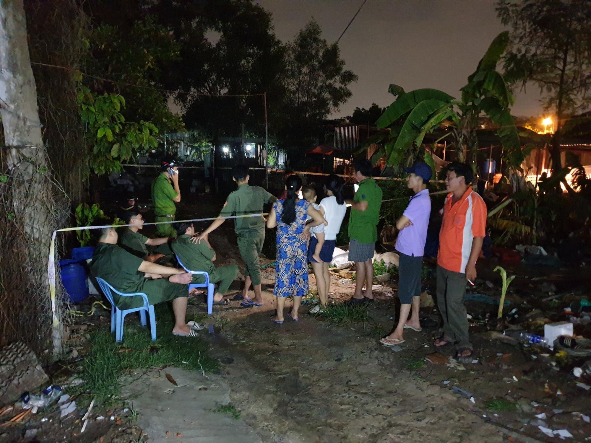 Trắng đêm tìm kiếm nhưng bé trai 4 tuổi bị nước dưới mương cuốn đi giữa trời mưa lớn vẫn biệt tăm - Ảnh 2.