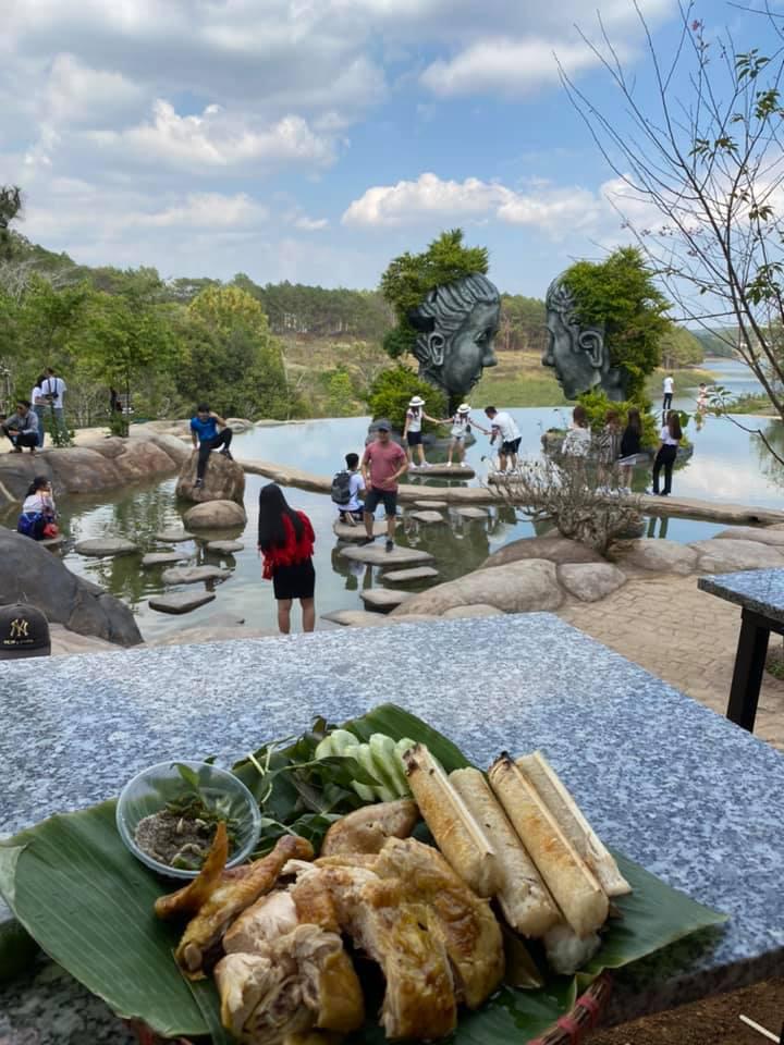 """Đóng cửa đồi """"săn mây"""" mới nổi Yumonang ở Đà Lạt vì du khách xả rác bừa bãi, dân tình ngẩn ngơ tiếc nuối vì chưa kịp tới ngắm - Ảnh 1."""