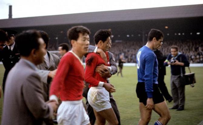 """Phát hiện thú vị: Chiến thuật đá phạt góc kiểu """"đoàn tàu"""" Việt Nam từng sử dụng có nguồn gốc từ World Cup 1966 và câu chuyện lịch sử chấn động thế giới phía sau - Ảnh 3."""