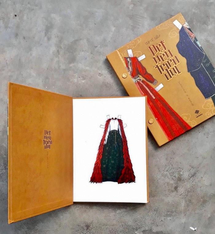 """""""Dệt nên triều đại"""", cuốn sách song ngữ về cổ phục Việt thời Lê Sơ - Ảnh 2."""