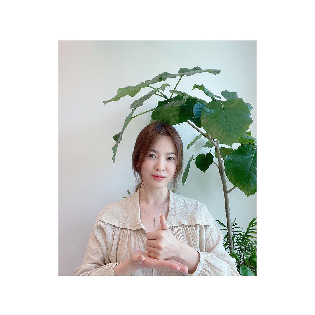 Song Hye Kyo cuối cùng đã lộ diện sau tin đồn tái hợp Hyun Bin: Đẹp rạng rỡ, còn nhắn gửi đến 2 nhân vật đặc biệt - Ảnh 3.