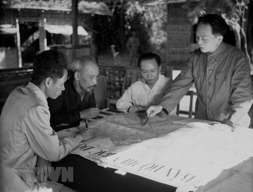 Bác Hồ và Đại tướng Võ Nguyên Giáp trong Chiến dịch Điện Biên Phủ  - Ảnh 2.
