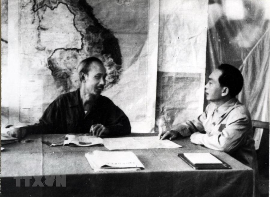 Bác Hồ và Đại tướng Võ Nguyên Giáp trong Chiến dịch Điện Biên Phủ  - Ảnh 3.