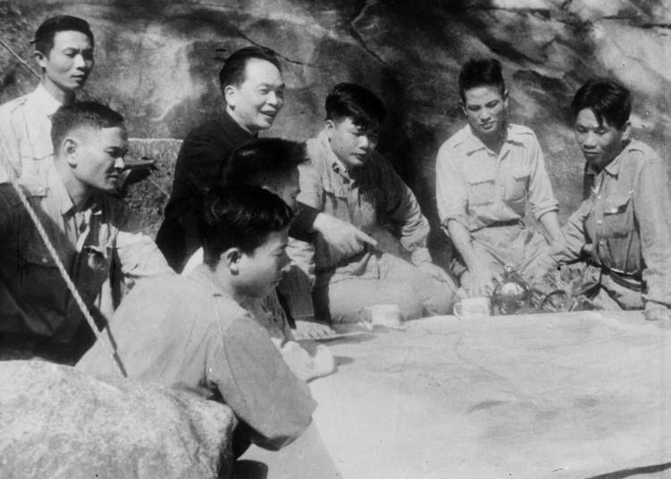 Bác Hồ và Đại tướng Võ Nguyên Giáp trong Chiến dịch Điện Biên Phủ  - Ảnh 4.
