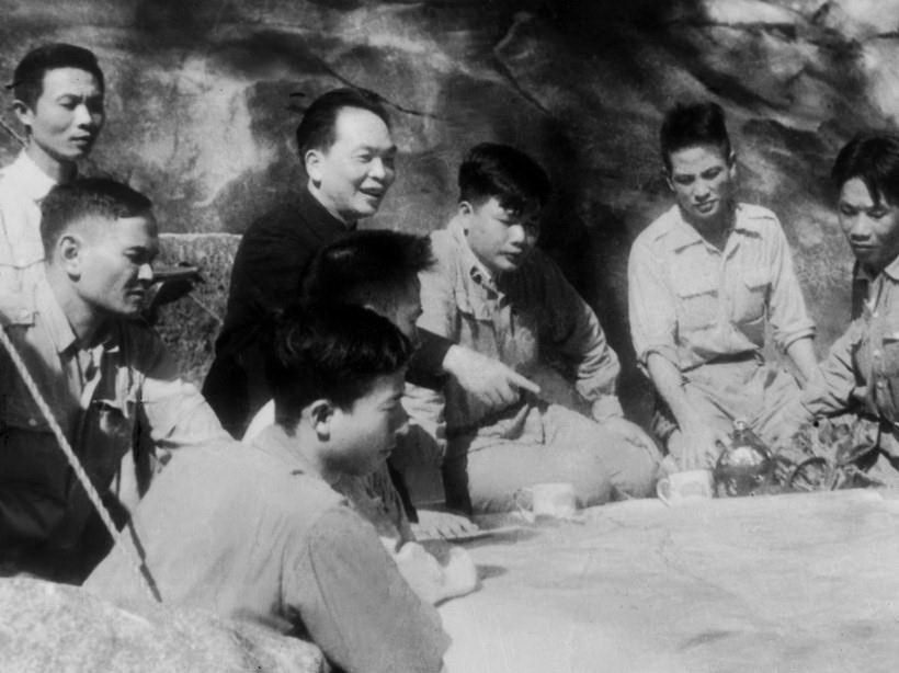 Bác Hồ và Đại tướng Võ Nguyên Giáp trong Chiến dịch Điện Biên Phủ  - Ảnh 5.