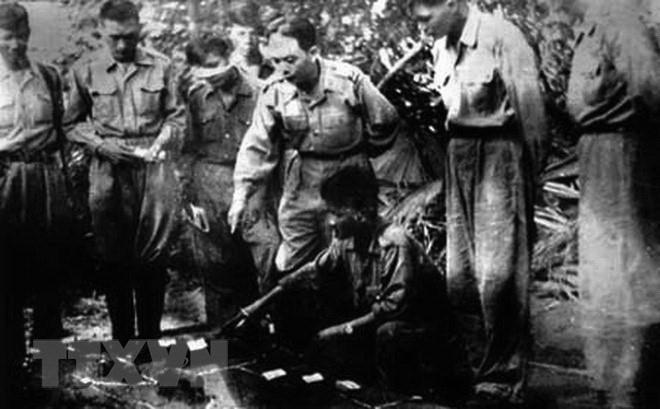 Bác Hồ và Đại tướng Võ Nguyên Giáp trong Chiến dịch Điện Biên Phủ  - Ảnh 8.