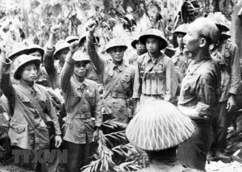 Bác Hồ và Đại tướng Võ Nguyên Giáp trong Chiến dịch Điện Biên Phủ  - Ảnh 9.
