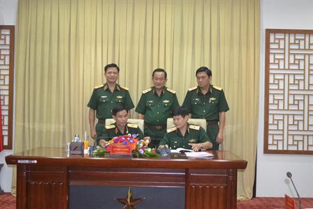 Bàn giao chức trách, nhiệm vụ Tham mưu trưởng; Phó Chính ủy Quân khu 7 - Ảnh 1.