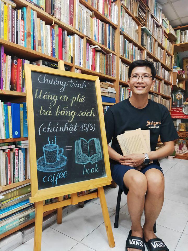 Độc đáo quán cà phê cho khách trả tiền bằng sách ở Sài Gòn - Ảnh 2.
