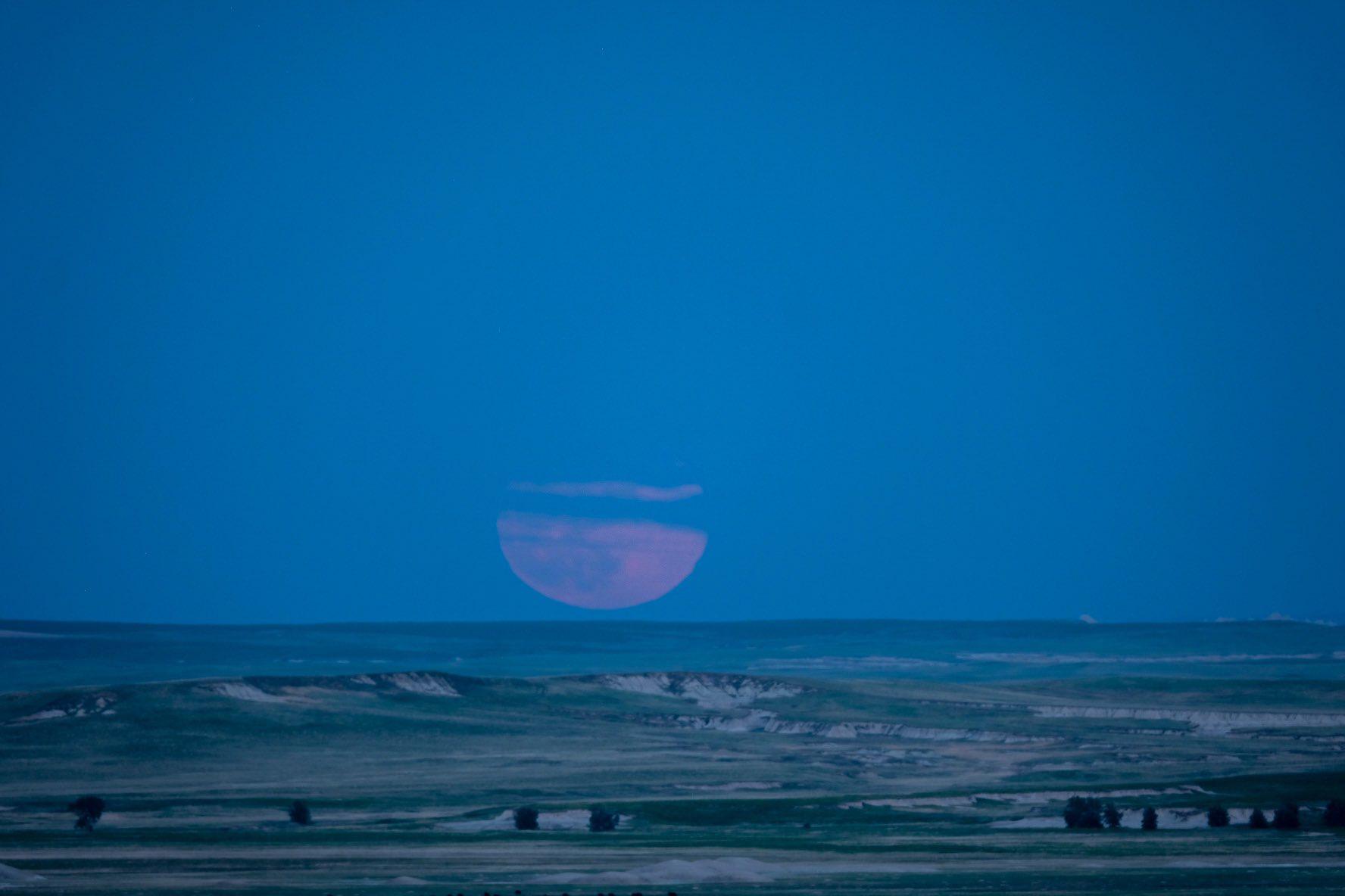 Ngất ngây với một loạt khoảnh khắc về hiện tượng mặt trăng dâu tây hiếm có diễn ra vào đêm qua, rạng sáng nay - Ảnh 10.