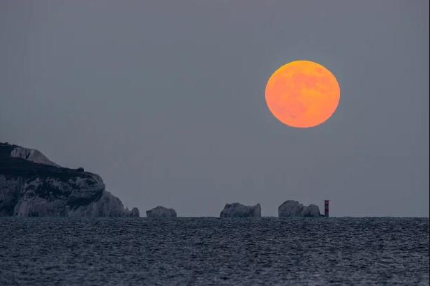 Ngất ngây với một loạt khoảnh khắc về hiện tượng mặt trăng dâu tây hiếm có diễn ra vào đêm qua, rạng sáng nay - Ảnh 8.