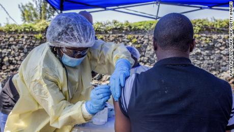 5 người, bao gồm một cô bé 15 tuổi, đã chết trong đợt bùng phát dịch Ebola ở Congo - Ảnh 1.
