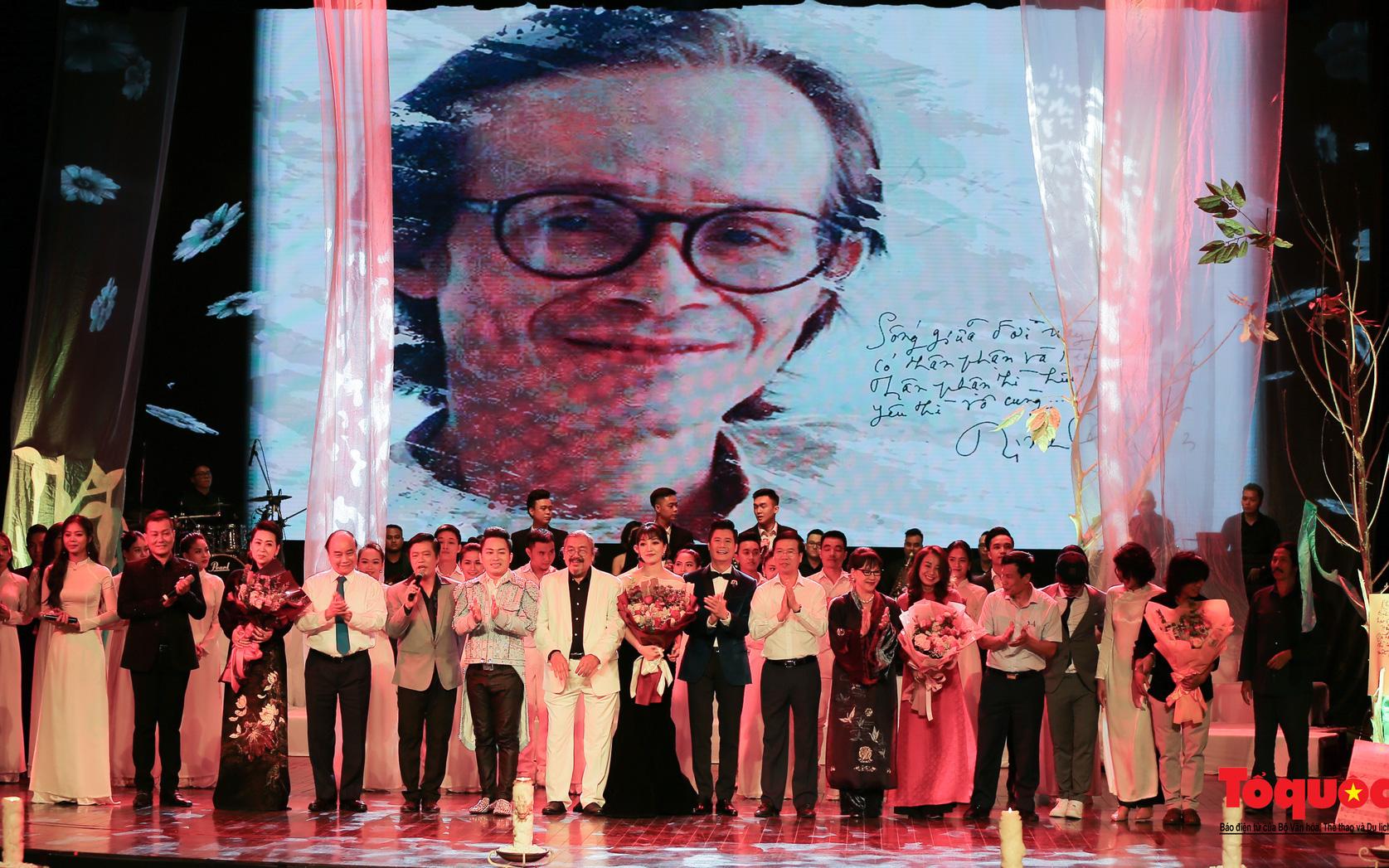 Nhiều cung bậc cảm xúc trong đêm nhạc 'Biển nhớ' tưởng nhớ cố nhạc sĩ Trịnh Công Sơn