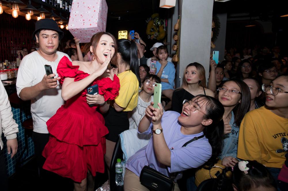 Jun Phạm, Sam khiến tiệc sinh nhật của Ngô Kiến Huy tưng bừng hơn bao giờ hết - Ảnh 7.