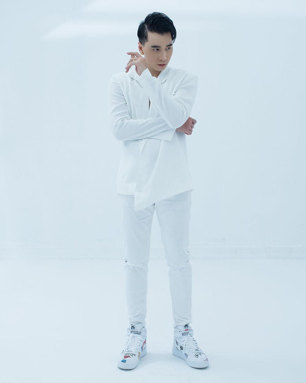 Rapper Karik khoe vẻ lạnh lùng, cá tính - Ảnh 3.