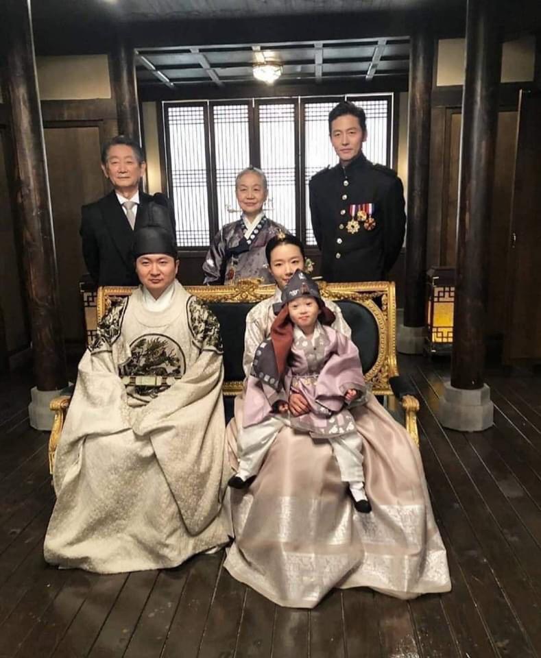 Quân Vương Bất Diệt lộ ảnh sốc đến cạn lời: Nghịch tặc Lee Lim lên làm vua, Lee Min Ho xuống kiếp làm dân đen? - Ảnh 1.