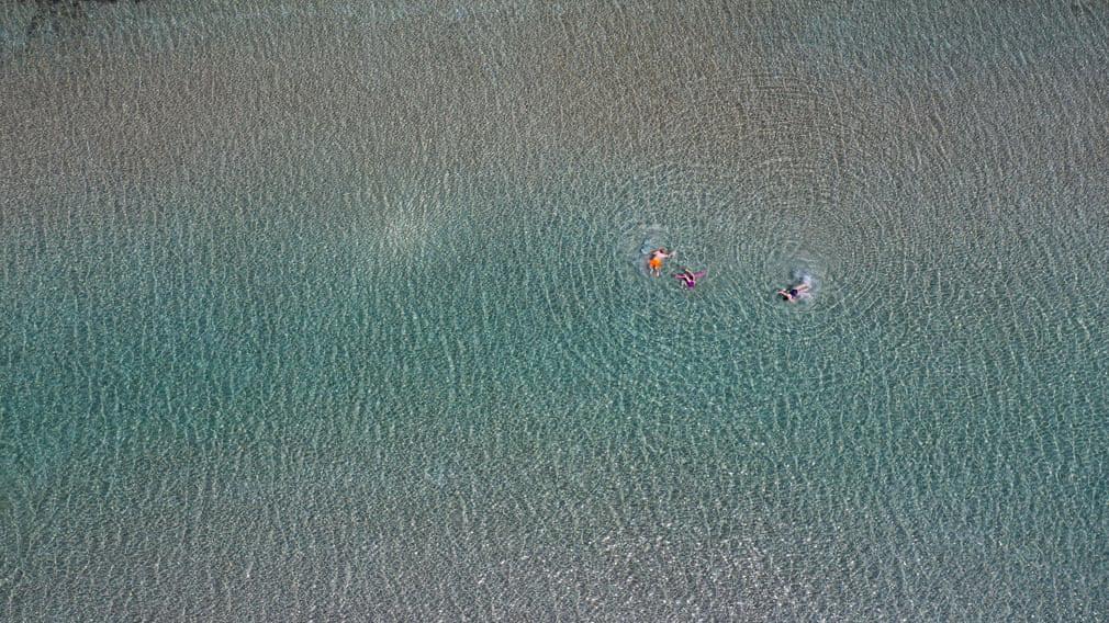 24h qua ảnh: Ngư dân đánh cá dưới hồ nước mặn ở Trung Quốc - Ảnh 10.