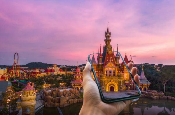 Công viên chủ đề đầu tiên trên thế giới ứng dụng trải nghiệm giải trí ảo - Ảnh 1.