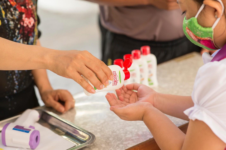 """Ba mẹ cần làm gì để bảo vệ sức khỏe gia đình trong giai đoạn """"bình thường mới - Ảnh 1."""