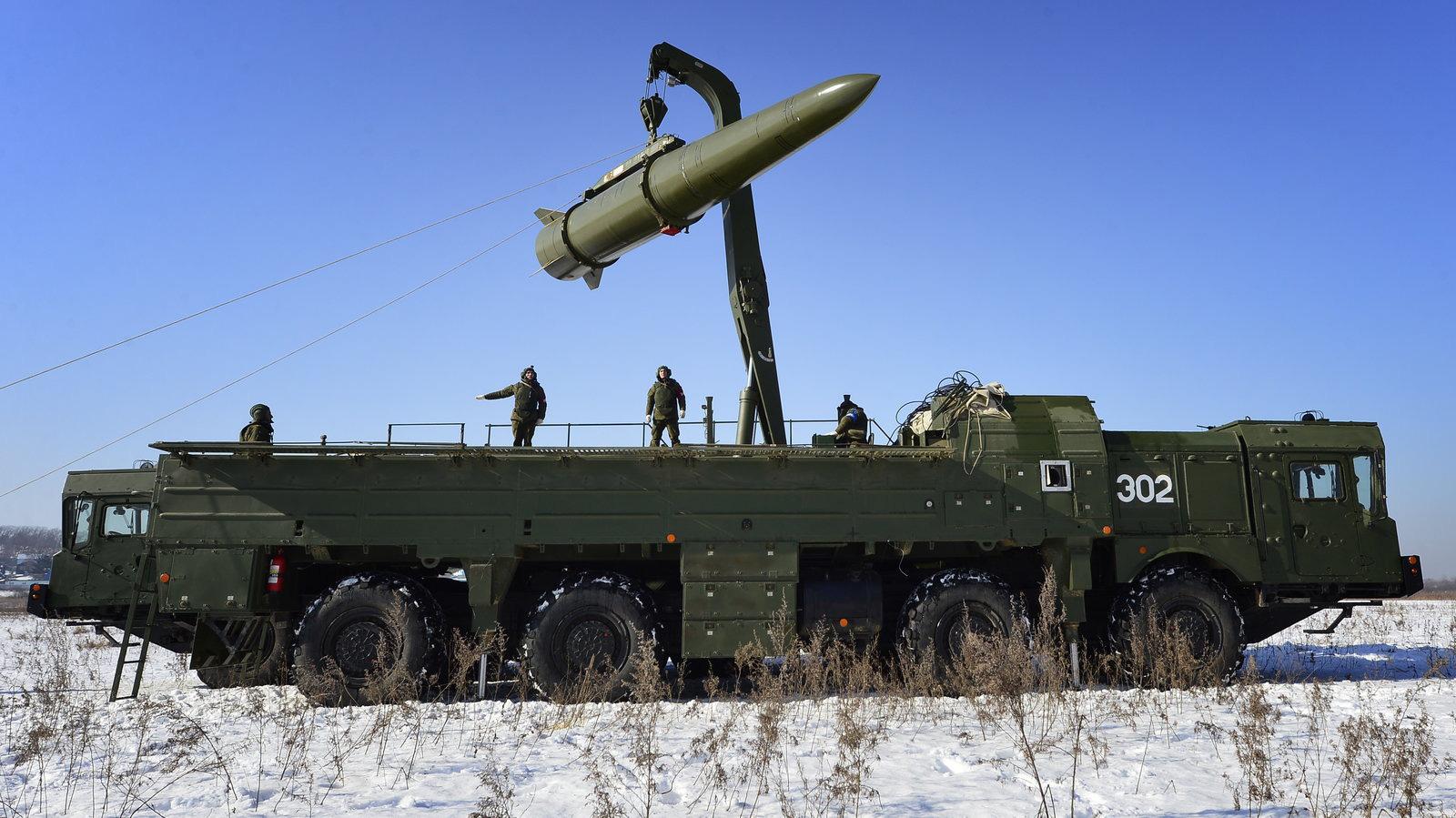 Vũ khí hạt nhân chiến thuật: Trò chơi mới đầy nguy hiểm giữa Mỹ và Nga - Ảnh 1.