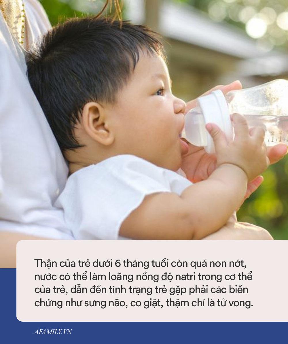 Chuyên gia cảnh báo: tuyệt đối không cho trẻ dưới 6 tháng tuổi uống nước, dù chỉ là một ngụm nhỏ, trong thời tiết nắng nóng vì lý do sau đây - Ảnh 1.