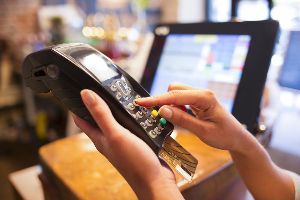 Những điều cần biết về lãi suất thẻ tín dụng và cách tránh bị tính lãi trả chậm cho chị em - Ảnh 4.