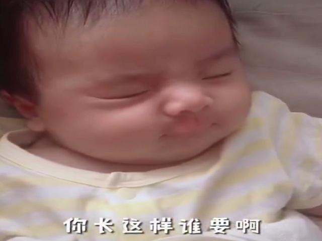 """Sinh ra đã bị họ hàng kém duyên chê bai diện mạo, 4 năm sau bé gái """"lột xác"""" đến cả bố mẹ cũng ngỡ ngàng - Ảnh 1."""