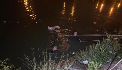 TP. HCM: 2 phụ nữ cùng nhảy xuống kênh sau cãi nhau, một người tử vong, người còn lại cấp cứu - Ảnh 2.