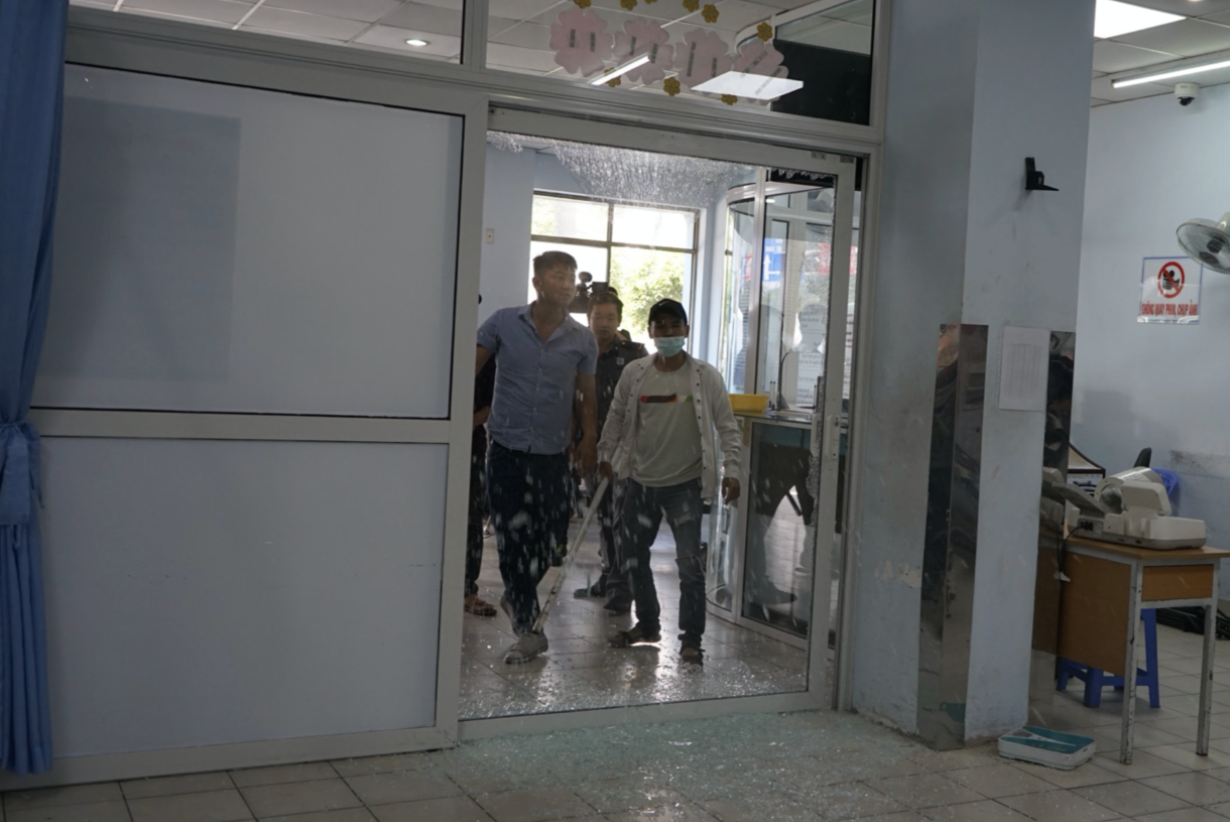 """TP.HCM: Hàng chục tên côn đồ lao vào khoa Cấp cứu bệnh viện Nhân dân Gia Định """"truy sát"""" nhau trước mặt bác sĩ - Ảnh 3."""