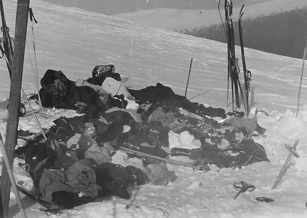 9 người chết trên đường trekking đến ngọn núi có tên như điềm báo, thi thể đầy rẫy vết thương nghi bị người ngoài hành tinh giết, sự thật là gì? - Ảnh 2.