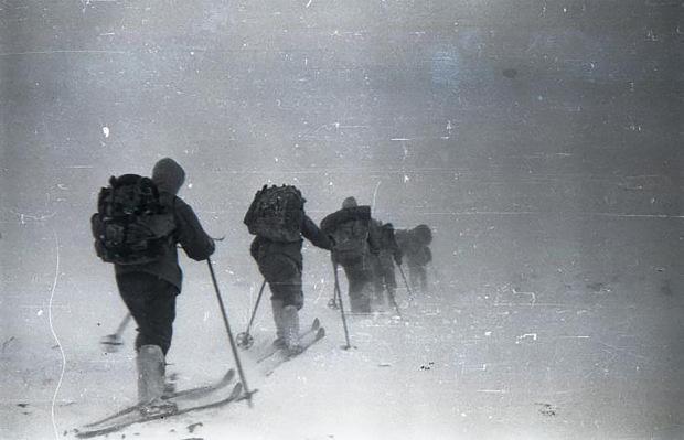 9 người chết trên đường trekking đến ngọn núi có tên như điềm báo, thi thể đầy rẫy vết thương nghi bị người ngoài hành tinh giết, sự thật là gì? - Ảnh 1.