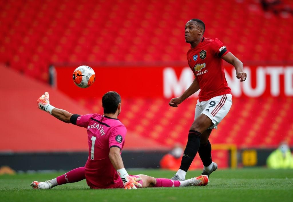 Thủng lưới phút bù giờ, Manchester United đánh mất cơ hội vào top 3 sau trận hòa đáng tiếc trước Southampton - Ảnh 3.