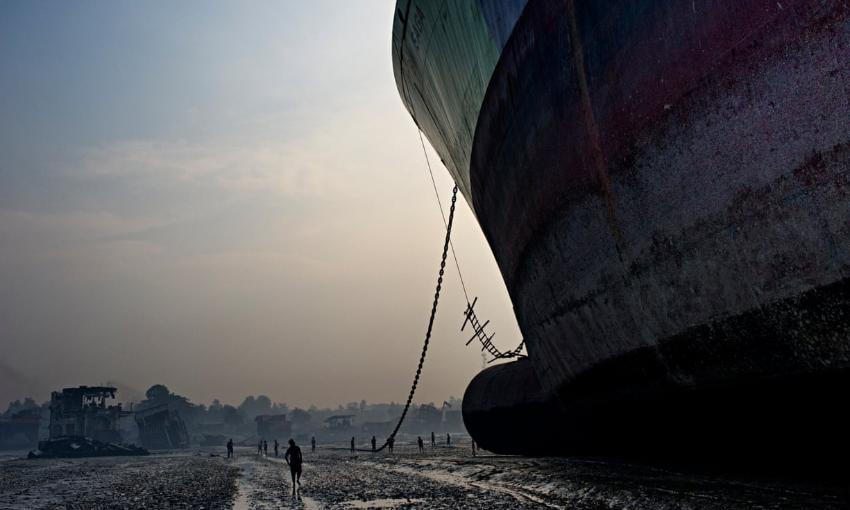 Địa ngục trong nghĩa địa tàu thuyền: Góc khuất kinh hoàng ở thành phố Nam Á phát triển thần tốc nhất thế giới - Ảnh 2.