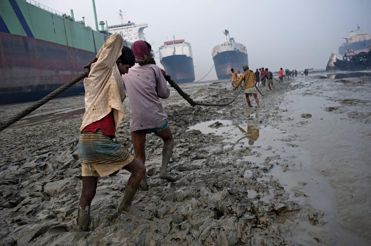 Địa ngục trong nghĩa địa tàu thuyền: Góc khuất kinh hoàng ở thành phố Nam Á phát triển thần tốc nhất thế giới - Ảnh 4.