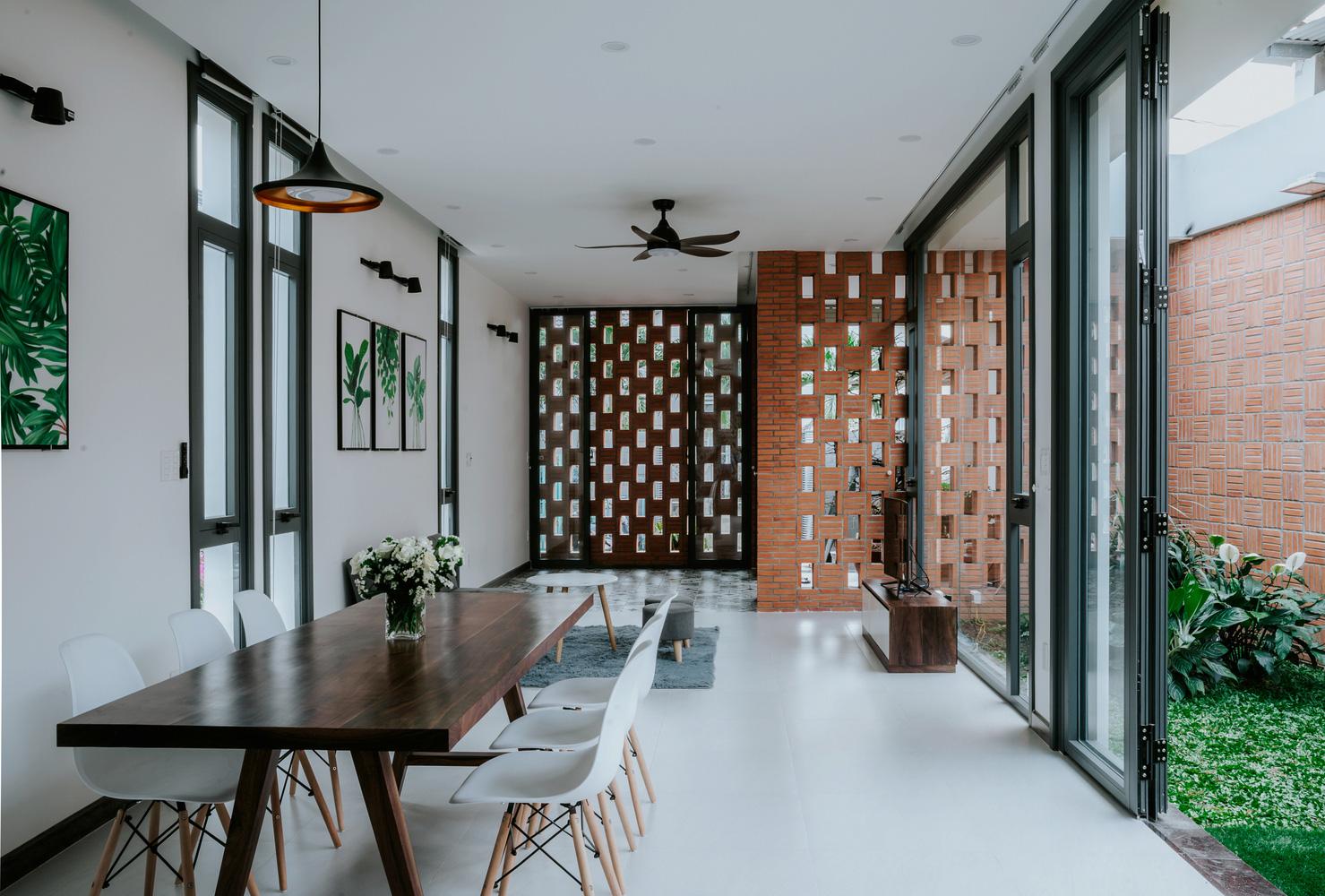4 ngôi nhà độc đáo của Việt Nam được vinh danh Top 50 công trình đẹp nhất của năm trên tạp chí kiến trúc Mỹ - Ảnh 14.
