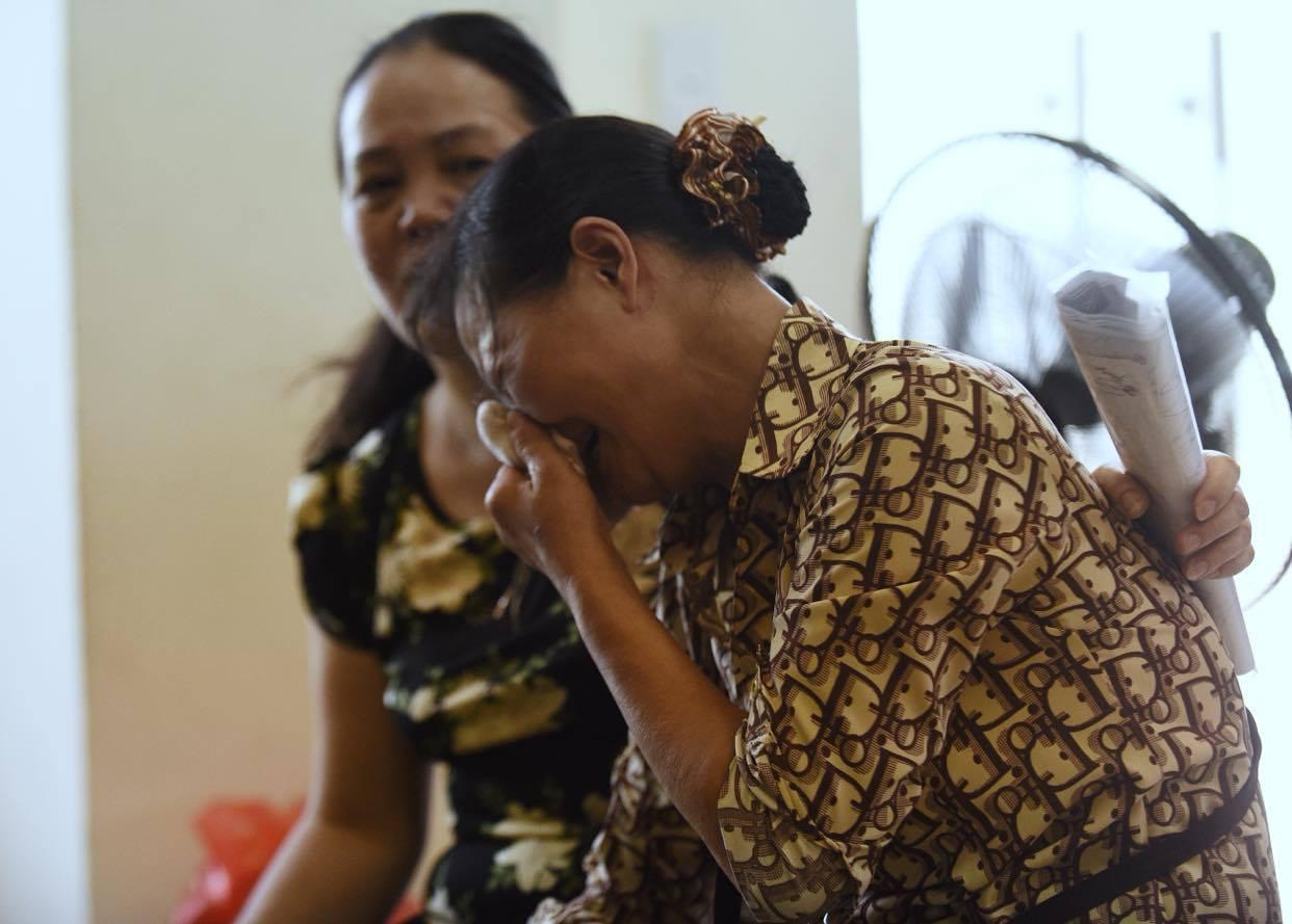 Nỗi đau của đấng sinh thành: Người lặng lẽ ôm di ảnh đứa con tội nghiệp, người gục ngã lắng nghe bản án cao nhất cho đứa con dại dột - Ảnh 3.