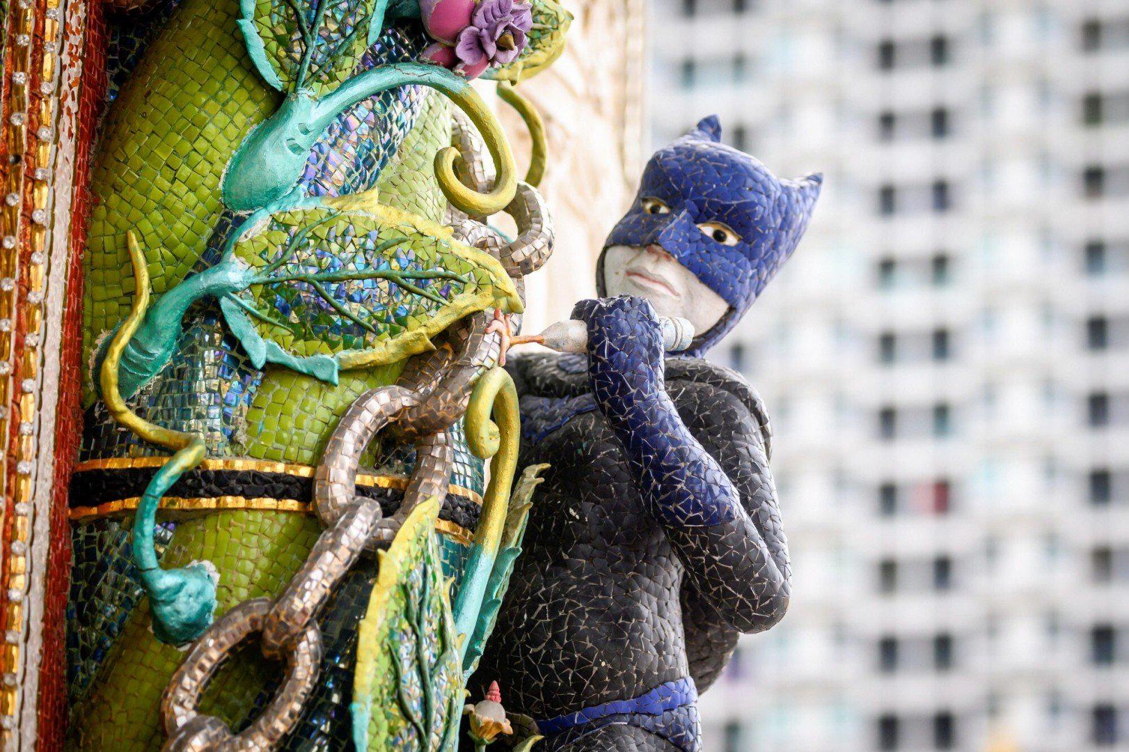 """""""Đền David Beckham"""" ở Thái Lan gây bất ngờ với toàn tượng siêu anh hùng và nhân vật hoạt hình - Ảnh 5."""