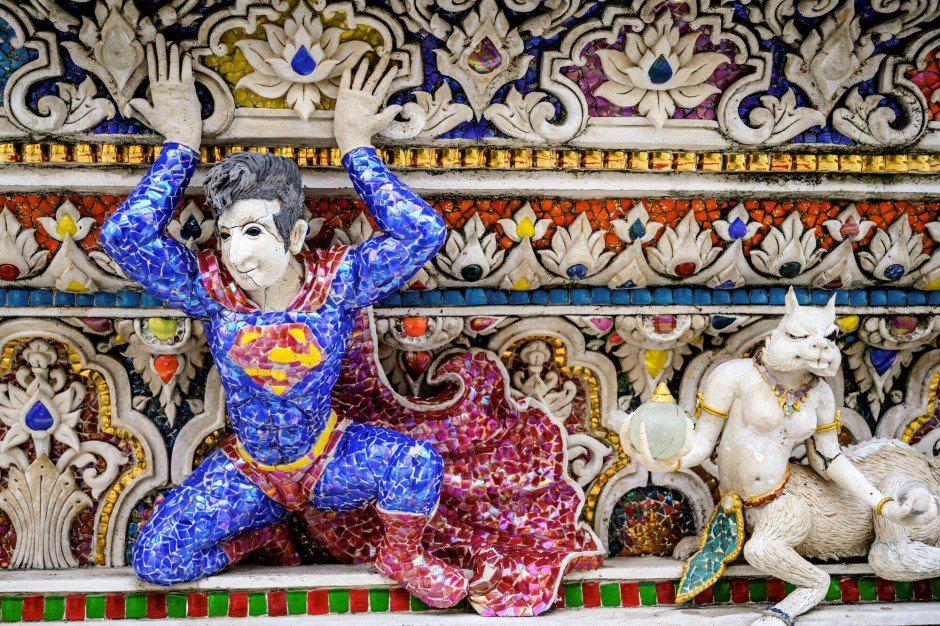 """""""Đền David Beckham"""" ở Thái Lan gây bất ngờ với toàn tượng siêu anh hùng và nhân vật hoạt hình - Ảnh 3."""