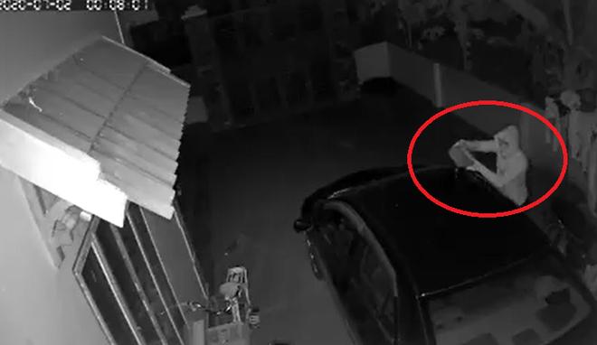 Nửa đêm thấy chiếc ô tô của nhà mình bốc cháy dữ dội, chủ nhà check camera thì phát hiện sự thật không ngờ - Ảnh 4.